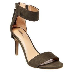 NWT Merona Dark Green Tassle Heels 8.5